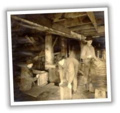 Black and white 1907 photo of Seaside Shingle Mill workers